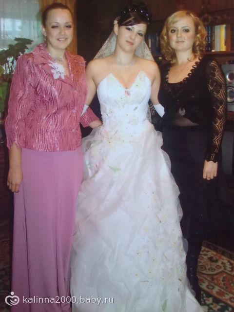знакомая приснилась в свадебном платье к чему это