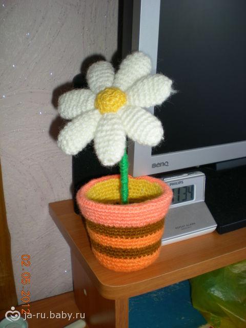 Цветы в горшках крючком)))