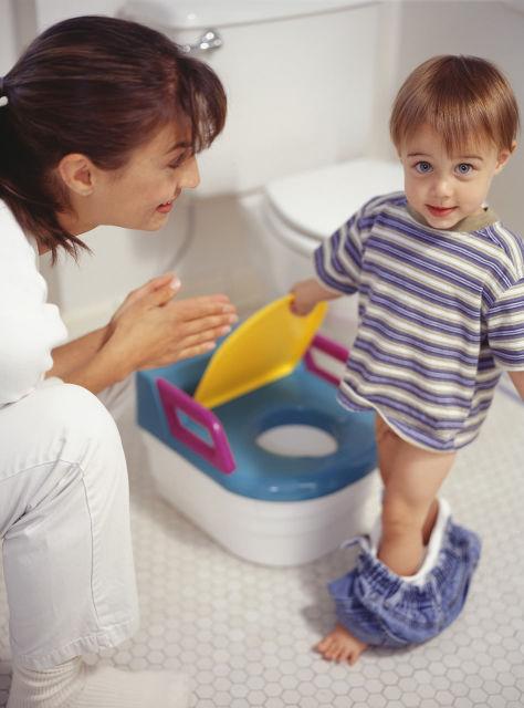 Вопрос о приучении ребенка к горшку начинает заботить многих родителей