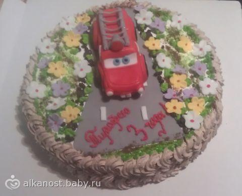 Года и торт для всех