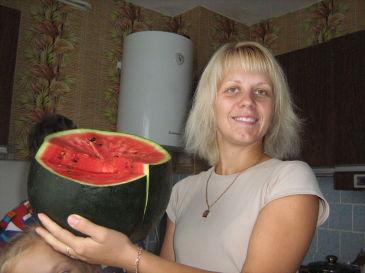 АРБУЗИКИ на своем огороде )))