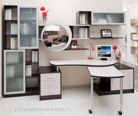 Письменный стол для первоклашки.